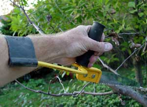 This ergonomically designed hand saw comes with an extension that transfers some of the force to the forearm.